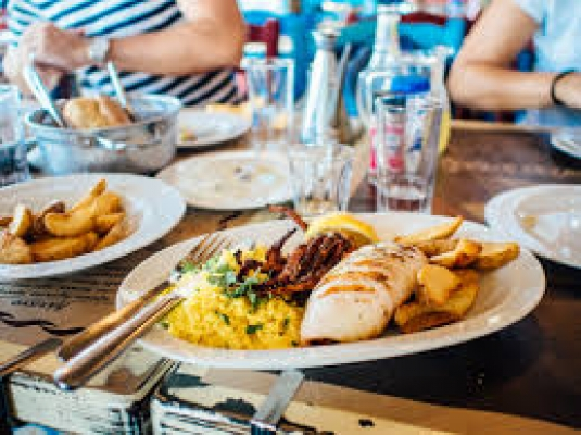 Tips for dining out with a person living with dementia